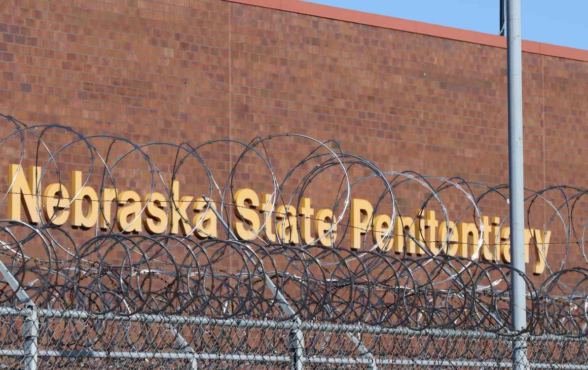 An image showing barbed wire in front of the Nebraska State Penitentiary.